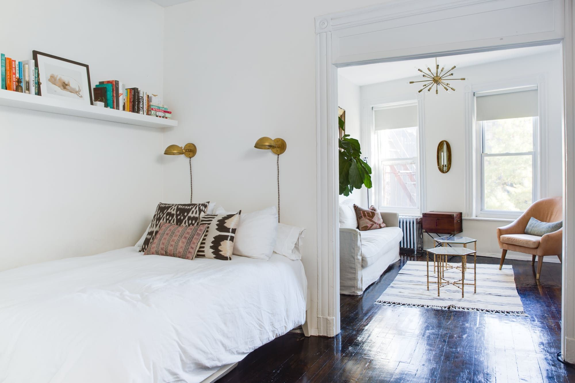A Compact Chic Classic Railroad Apartment In Nyc Small Room Design Small Space Bedroom Small Bedroom