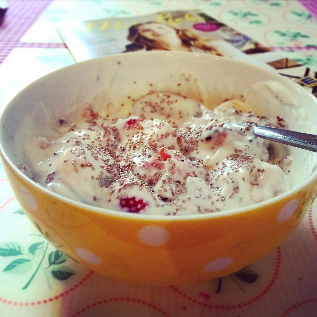 Today's bowl of #healthyfood consists of: #yoghurt  #banana #strawberry #raspberry #chia #chiaseeds #chocolate #crunch #muesli  #yummi #superfood #superfoods #food #foodie #foodgasm #foodgram #foodporn #instafit #instapic #instafood #lovefood #healthy #healthiness #zumba #zumbafamily #zumbafitness #zumbainstructor by amii_ee_