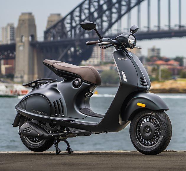 dc983a0ef87 #Vespa 946 Emporio #Armani Vespa Et2, Scooter 150cc, Fille De Scooter,