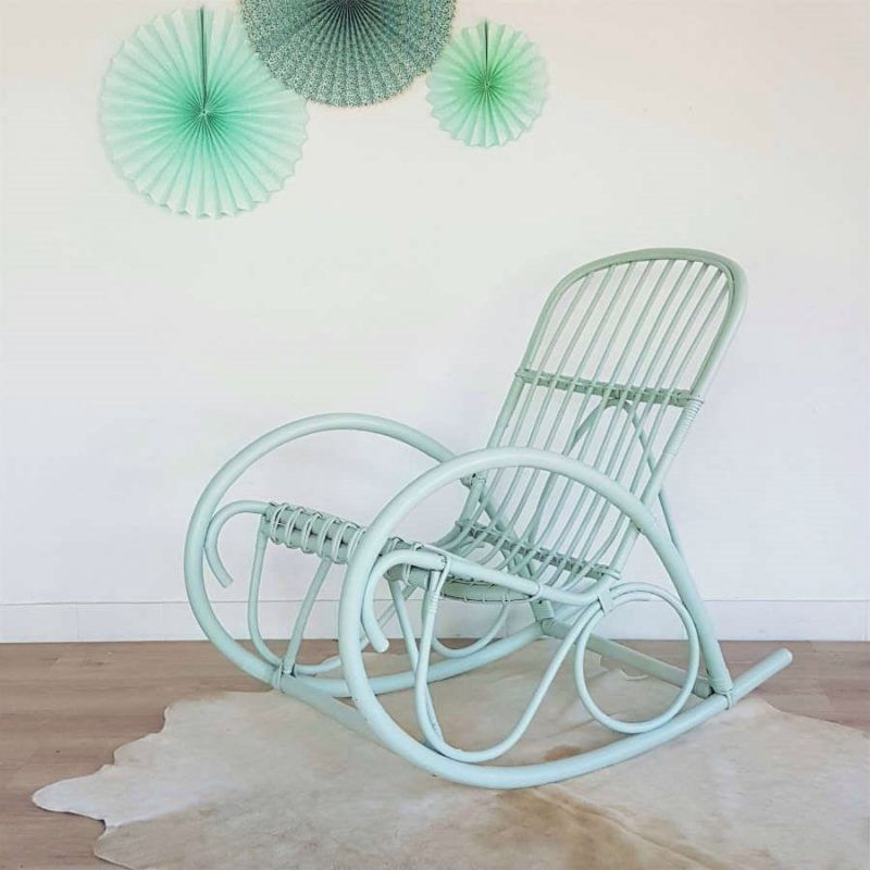 fauteuil rocking chair rotin vert pastel r tro vintage r nov tapis peau de vache ivoire. Black Bedroom Furniture Sets. Home Design Ideas