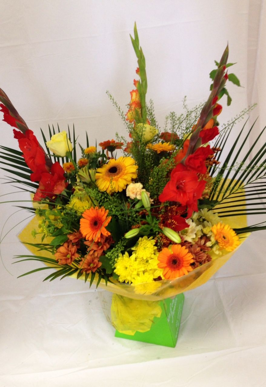 Amazing Autumn shades in this seasonal bouquet. 💐 Order