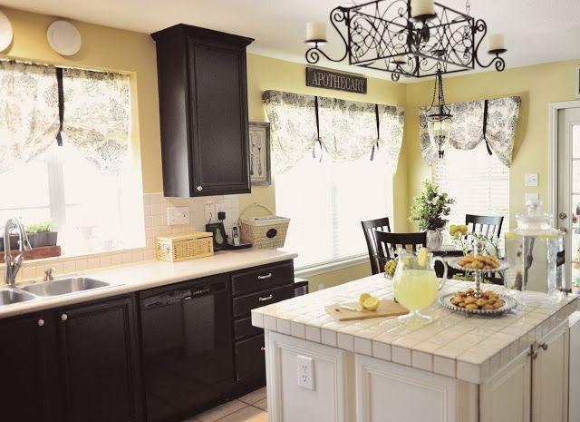 Olde Century Colors Is The Perfect Ingredient For This Pretty Kitchen With Buttermilk Cabinets Tinderbox Brown White Cabinetry Kitchen Colors Pretty Kitchen
