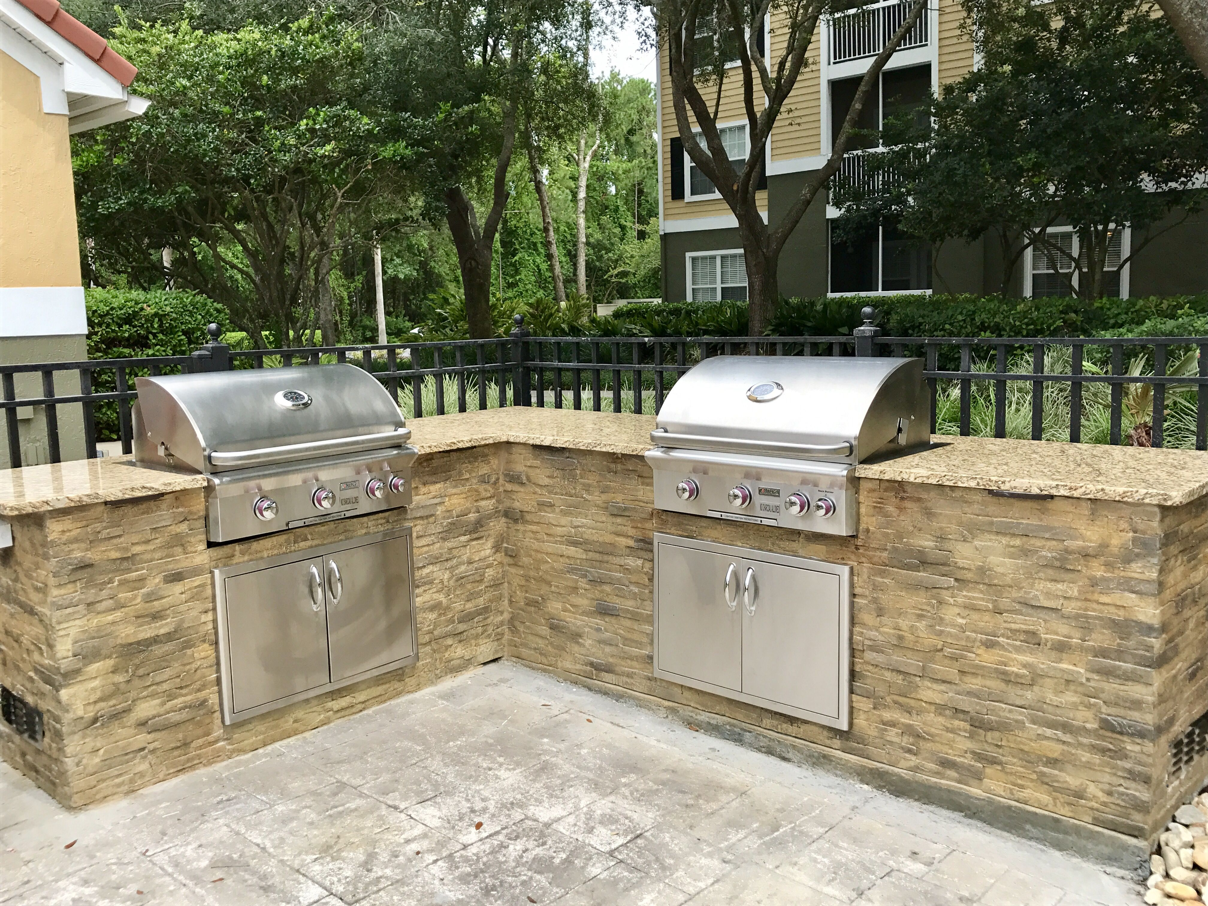 1 Grill Or 2 Grills L Shaped Or U Shaped What Ever It May Be You Can Only Get Your Dream Out Outdoor Kitchen Outdoor Kitchen Countertops Outdoor Appliances