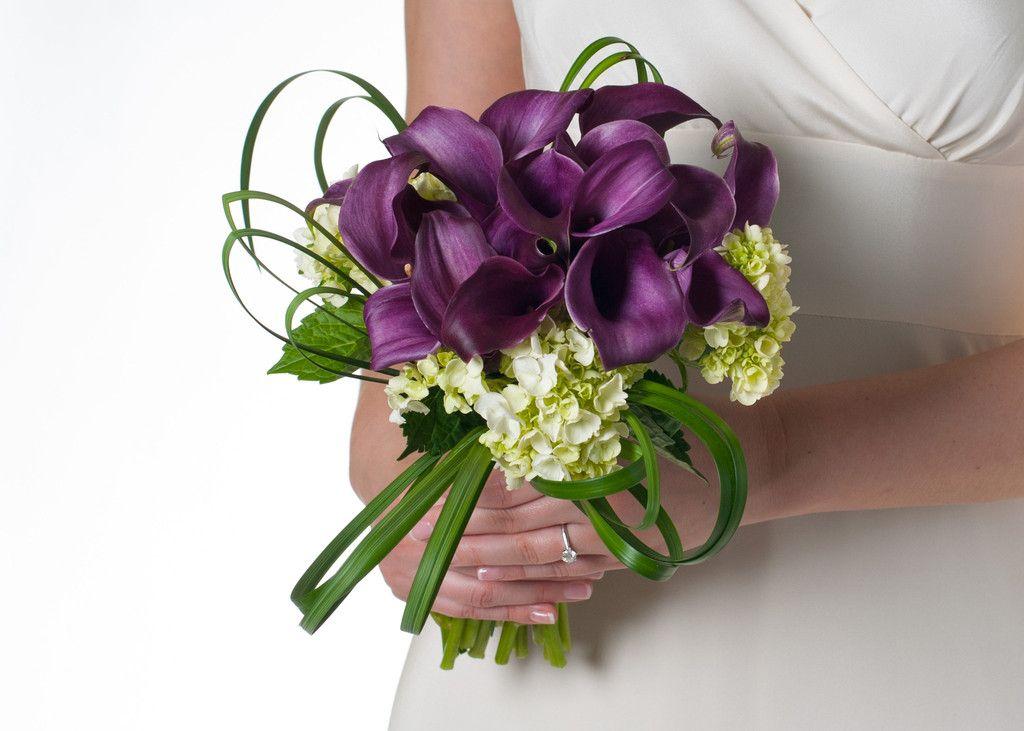 Свадебный букет невесты из сиреневых каллы фото