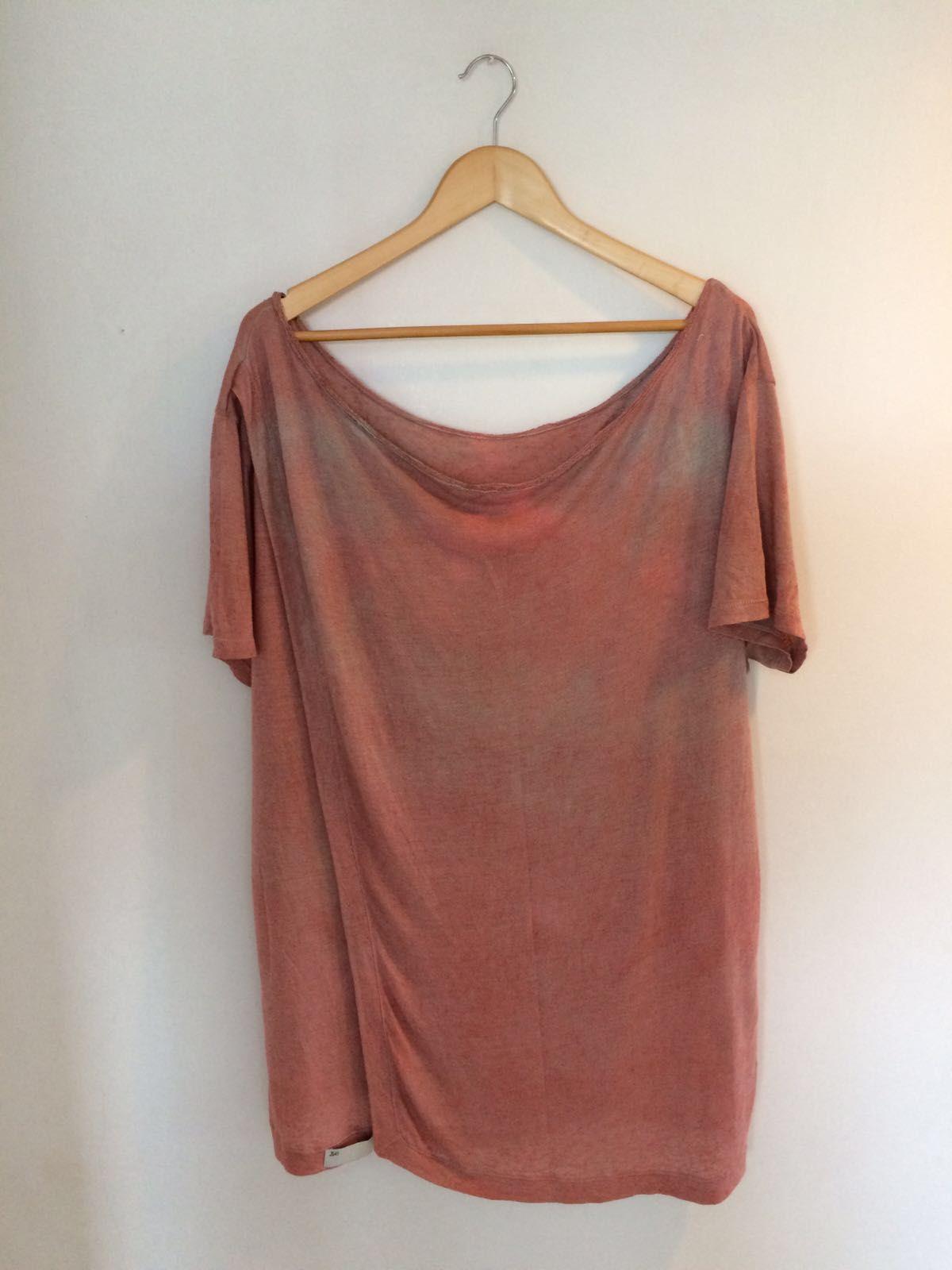 Camiseta de malha tricot tingida à mão na cor terra, efeito leve tiedye, com  abertura frente ou costas, você escolhe!