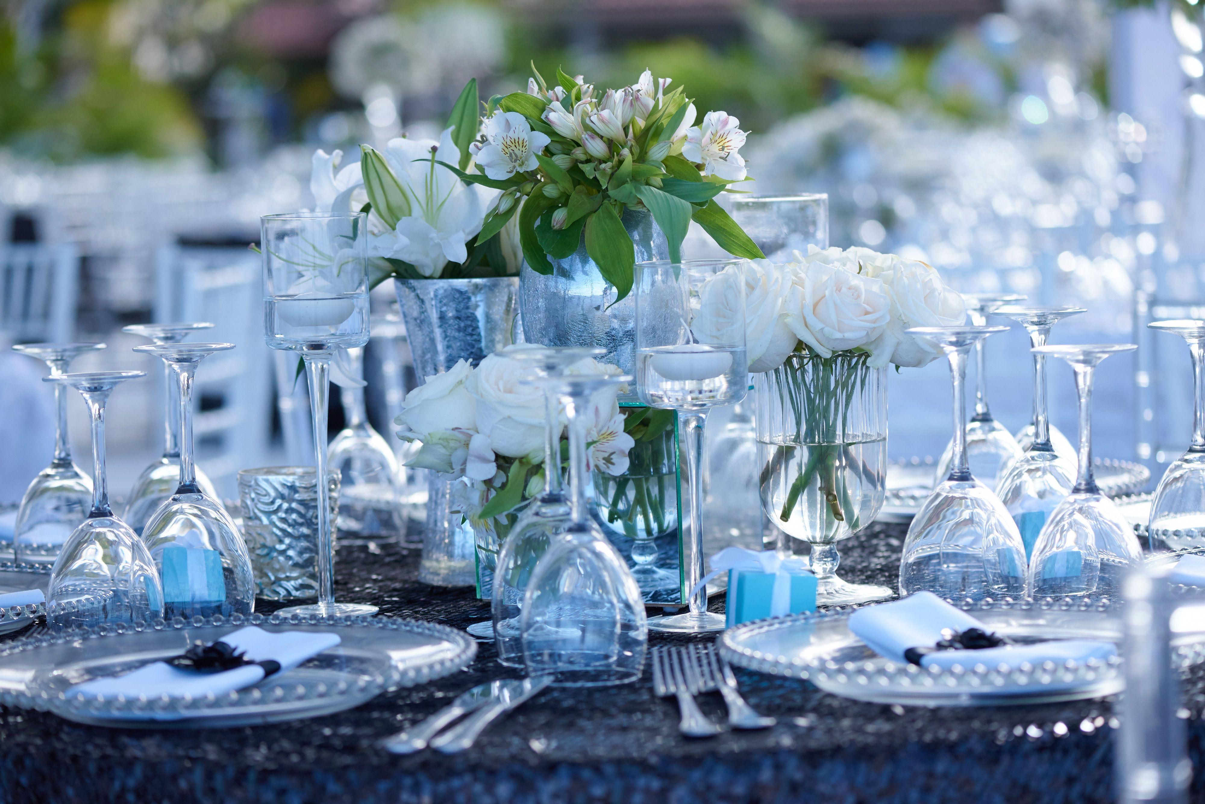Elegant Wedding| Natural Flowers Decor| Guest Table Decor| Venue Kukua Punta Cana| Design Begokua| Photo by F3 Photography