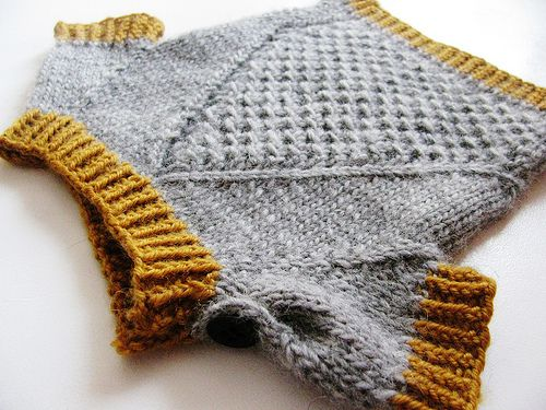 dedadc936 This baby pullover is knitted top down from the collar