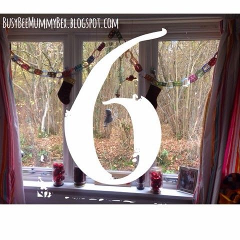 BusyBee: Advent window number 6 : Paper chains #CraftyChristmas