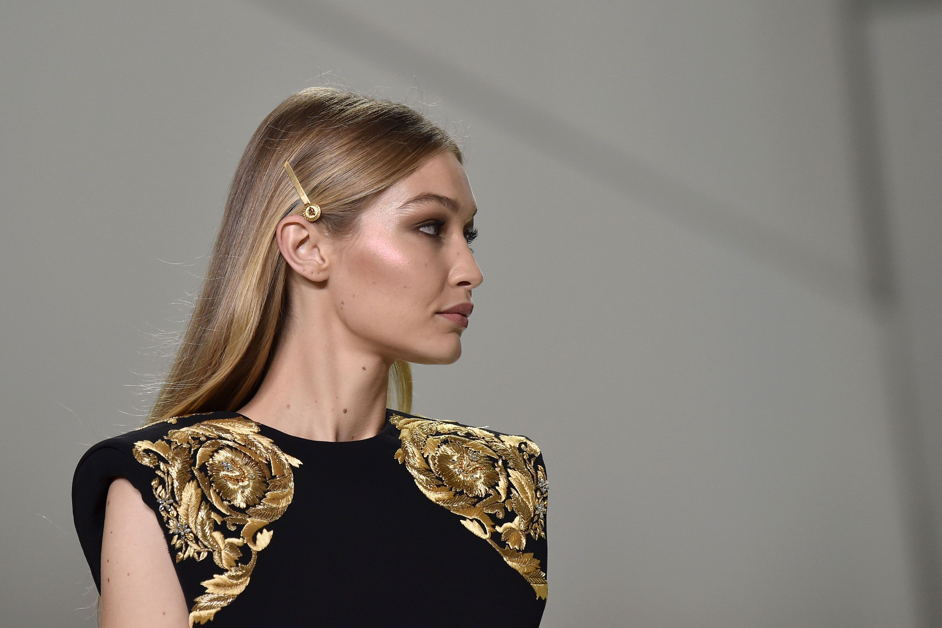 c8347d6ad251 The Best Hair Accessories From the Spring 2018 Runways   Sadie ...