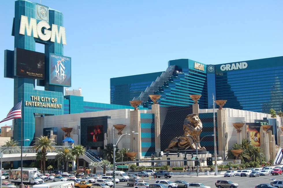 Mgm Grand Hotel Casino Las Vegas On The South End Of The Strip Across From The Tropicana This Colossa Hotel Casino Las Vegas Mgm Grand Las Vegas Las Vegas
