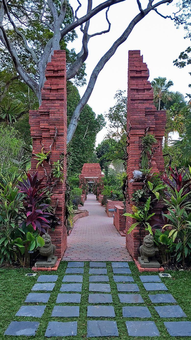 Sang Nila Utama Garden Singapore Singapore Garden Singing