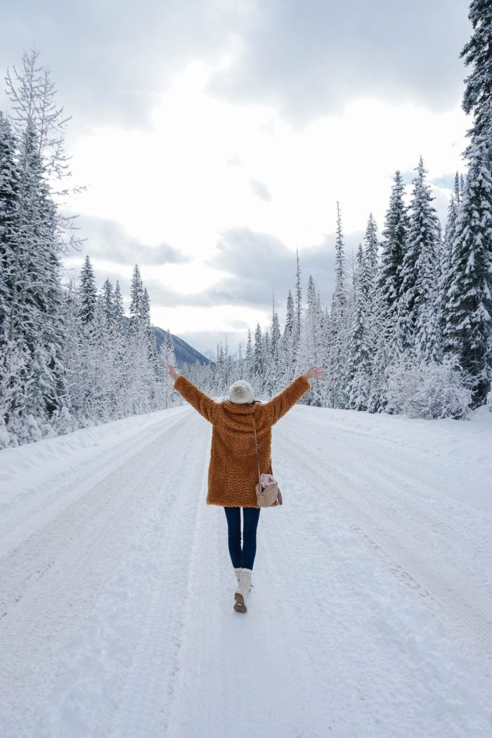 If you've thought about potentially taking a Winter trip to Canada, I'm excited to share my friend Whitney  I's trip to Lake Louise, Emerald Lake and Banff.