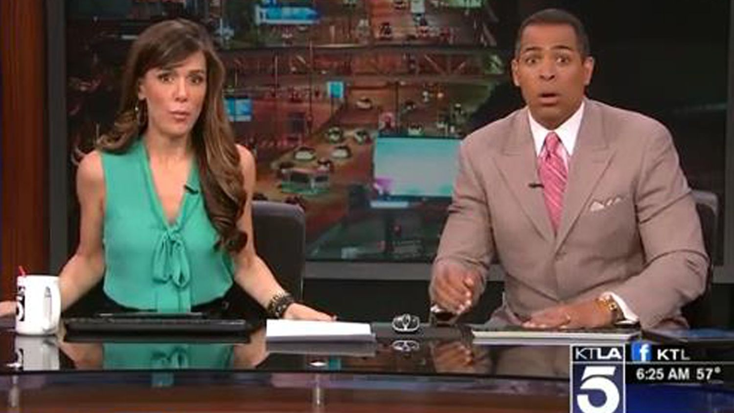 Los Angeles News Anchor Goes Full Earthquake Face During Morning Report News Anchor Bloopers Awkward Photos
