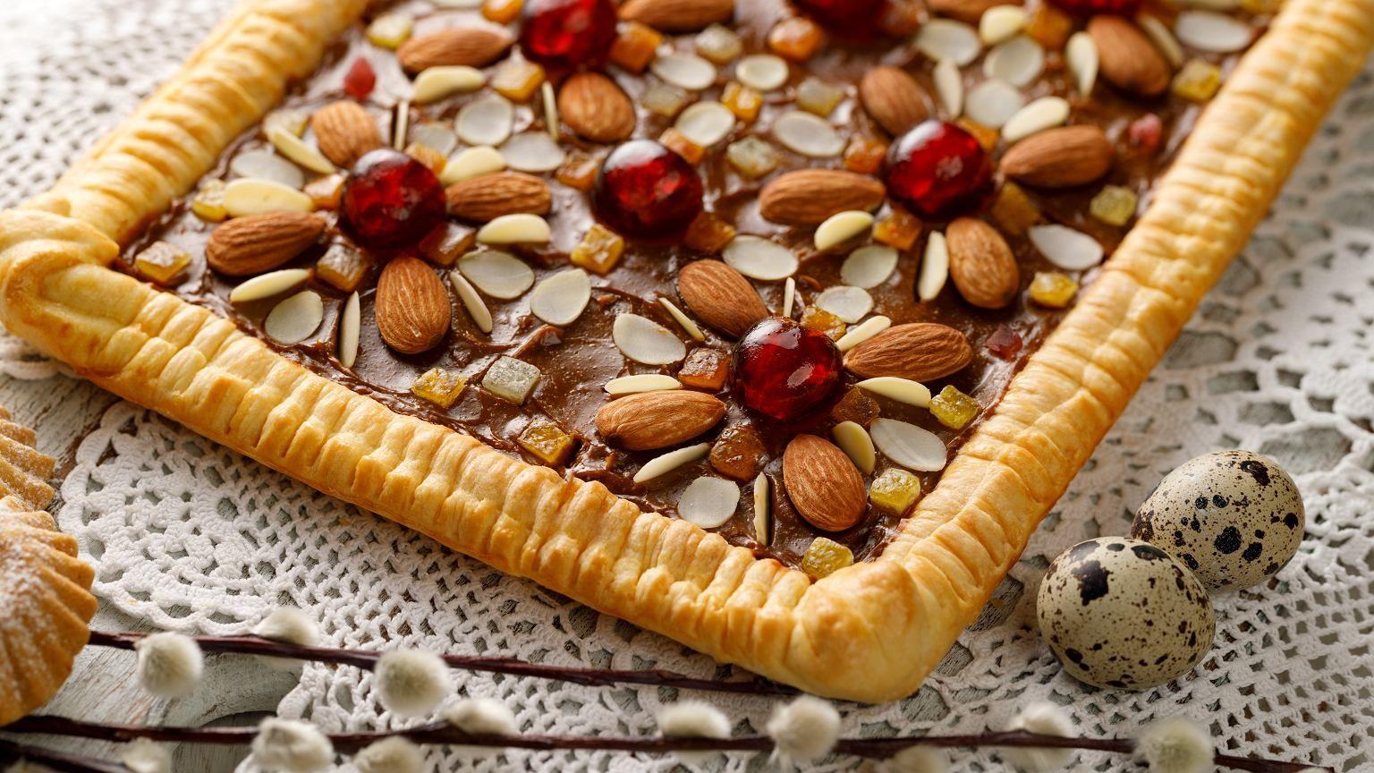 Mazurki Wielkanocne To Ciasta Na Ktore Wszyscy Czekaja W Swieta Nie Dosc Ze Sa Przepyszne I Rozplywaja Sie W Ustach To Bardzo Latwo Oz Desserts Food Baking