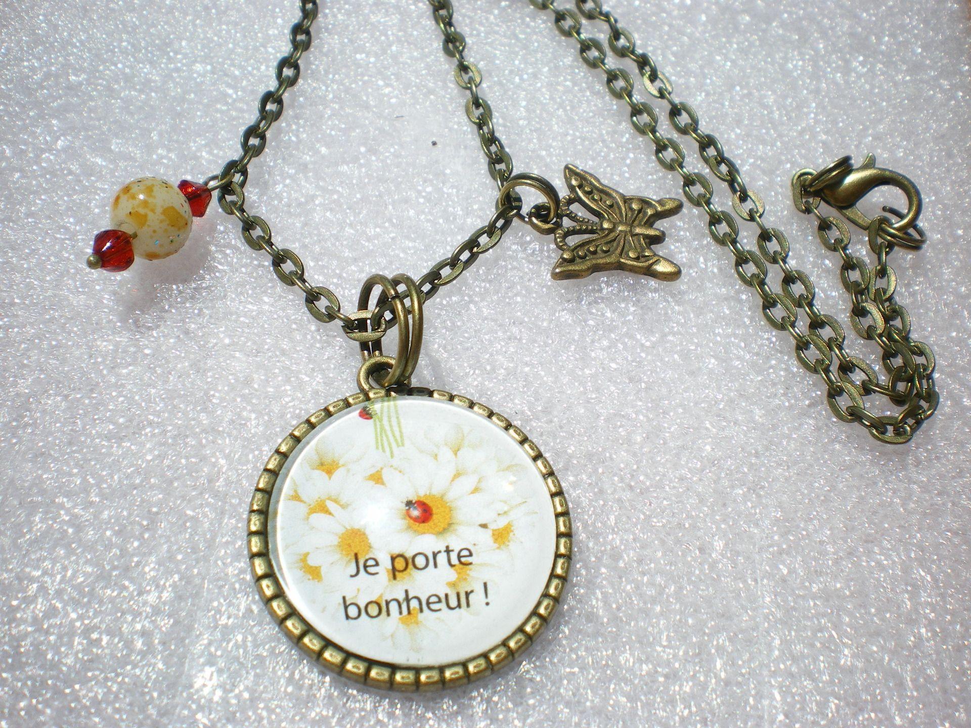 """collier bronze cabochon """"je porte bonheur"""" sur une chaîne fine couleur bronze : Collier par little-rose-bijou"""