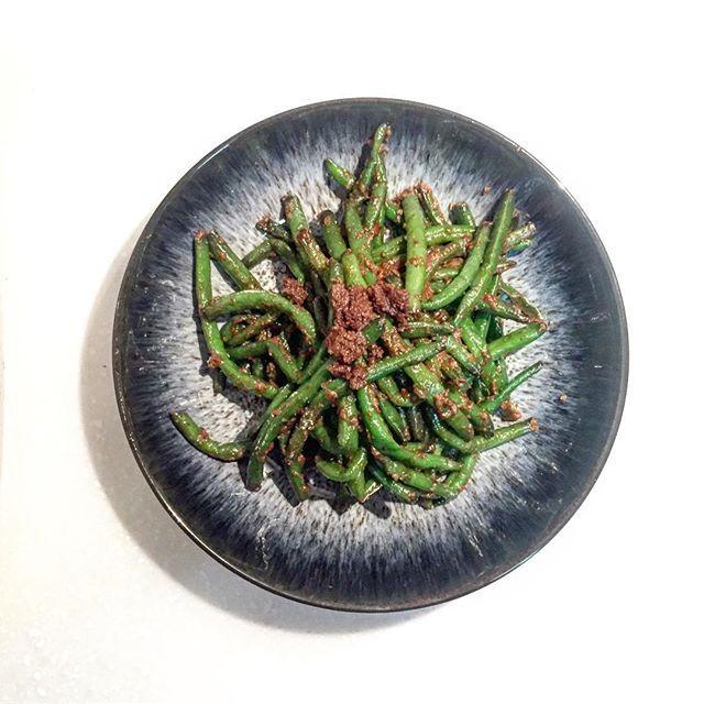 Fried stringbean with coconut oil🍽 I put some soy sauce and perilla seed powder.This goes well with the multigrain rice.🌿들깨가루 스트링빈 볶음. 코코넛오일과 간장, 들깨가루로만 고소하고 심플하게~ 파,마늘은 넣지 말것. 애들이 싹 먹었으니 맛은 검증됨. #stringbeans #perilla #coconutoil #veganfoodporn #veganrecipes #veganeats #cleaneats #eathealthy #healthyfoodshare #healthyrecipes #healthyfoodideas #fiteats #코스트코 #냉동스트링빈 #들깨 #반찬 #반찬스타그램 #코코넛오일 #집밥 #집밥스타그램 #저탄수화물 #lowcarb #lowcarbhighfat #lowcarbdiet #lchf  Yummery - best recipes. Follow Us…