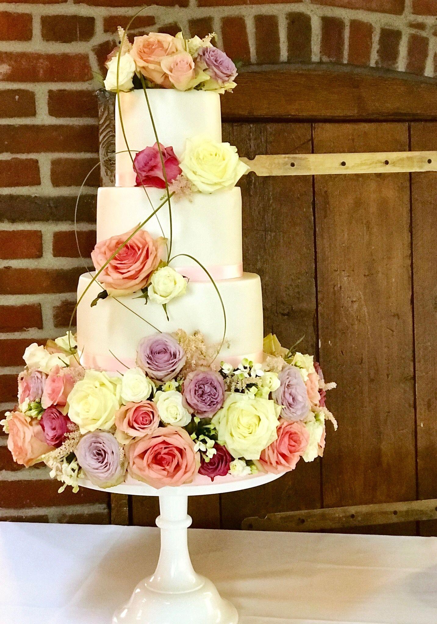 Weddingcake Fresh Flowers Romantic Style