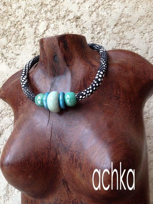 Collier tissu africain et perles céramique