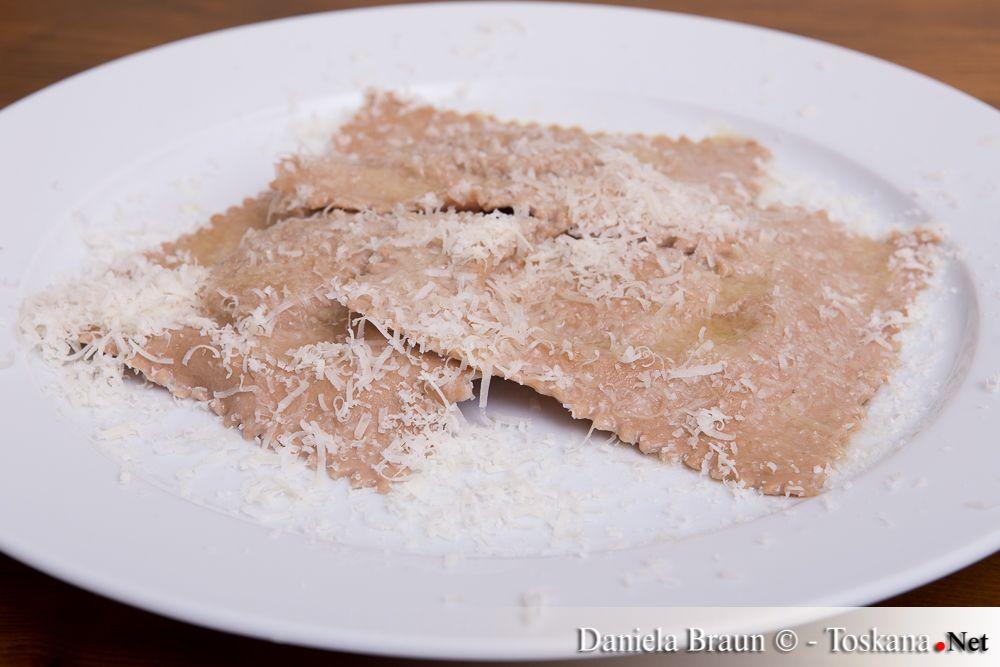 Kastanienmehltortelli mit Ricotta-Champignonfüllung Kastanienmehltortelli mit Ricotta-Champignonfüllung