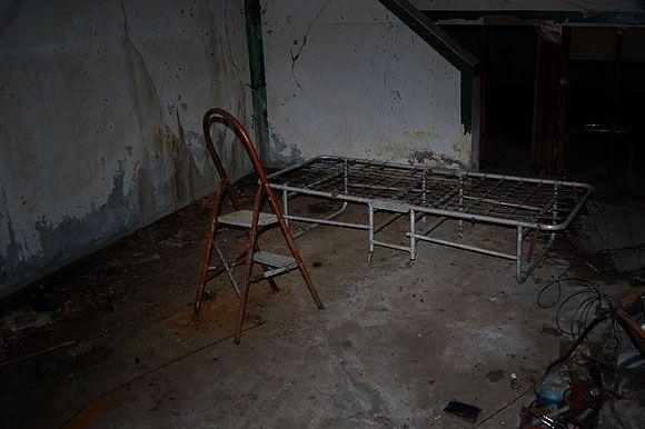 basement bedroom creepy google search dumbwaiter pinterest basement bedrooms news and. Black Bedroom Furniture Sets. Home Design Ideas