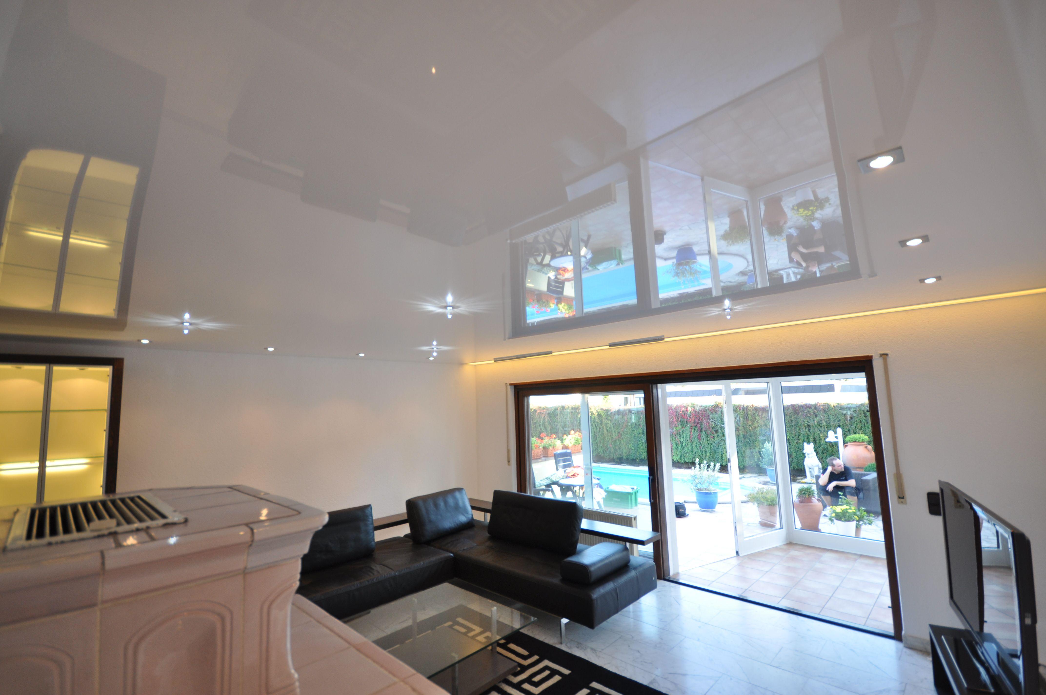 Spanndecke In Weiss Hochglanz Mit Led Lichtleiste Und Swarovski Strahlern Wohnzimmer Beleuchtung Decke Swar Spanndecken Beleuchtung Decke Wohnzimmer Gestalten