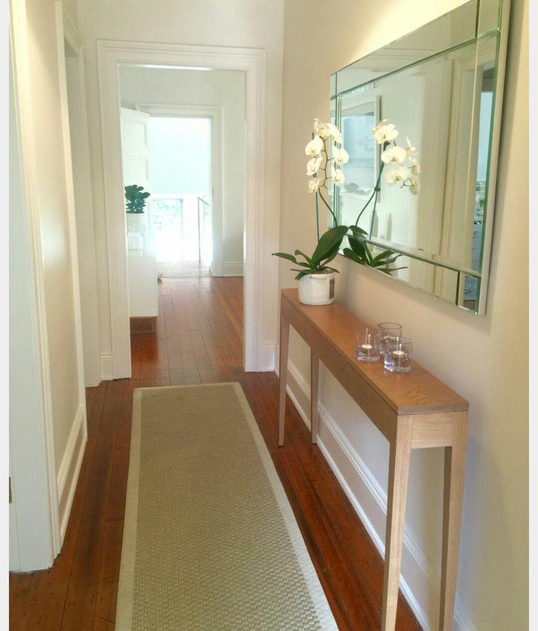 Pin van maaike cassee op huis pinterest narrow hallway for Decoratie gang