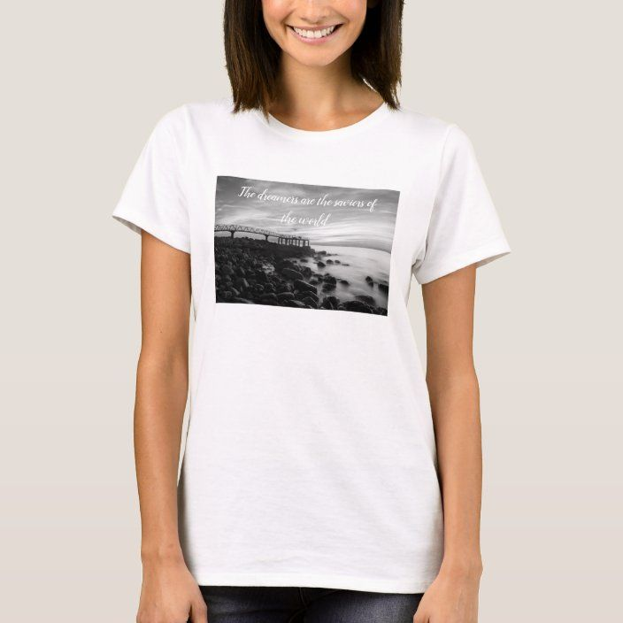 Camiseta The dreamers are the saviors of the world |