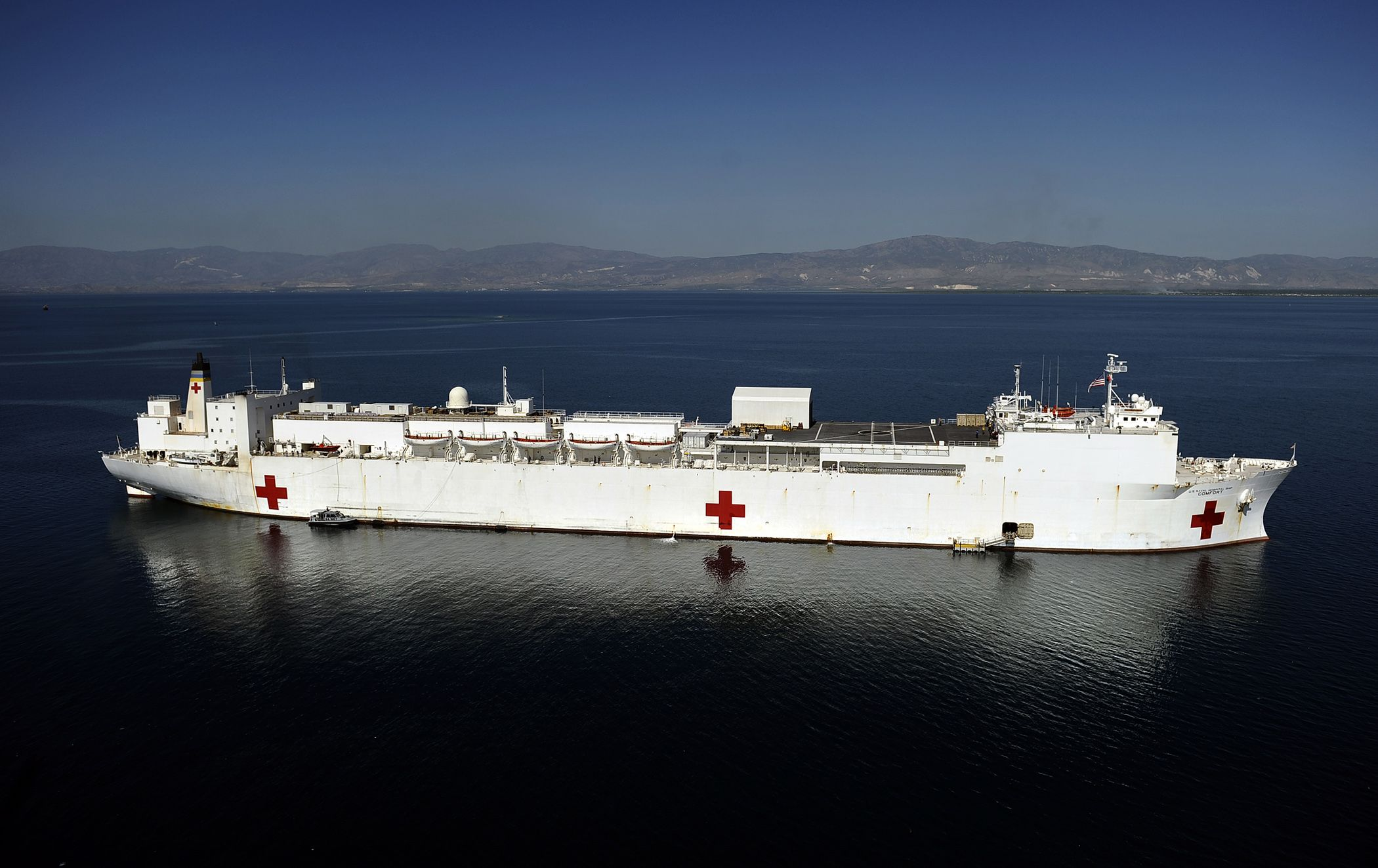 Us Usns Comfort T Ah 20 Is A 894 Mercy Class Hospital Ship Is A Non Commissioned Ship Owned By The Usn And Operationally C Hospital Peru Travel Ship