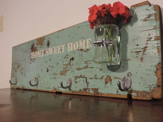 Perchero de madera vintage con vintage y reciclado - Percheros pared vintage ...