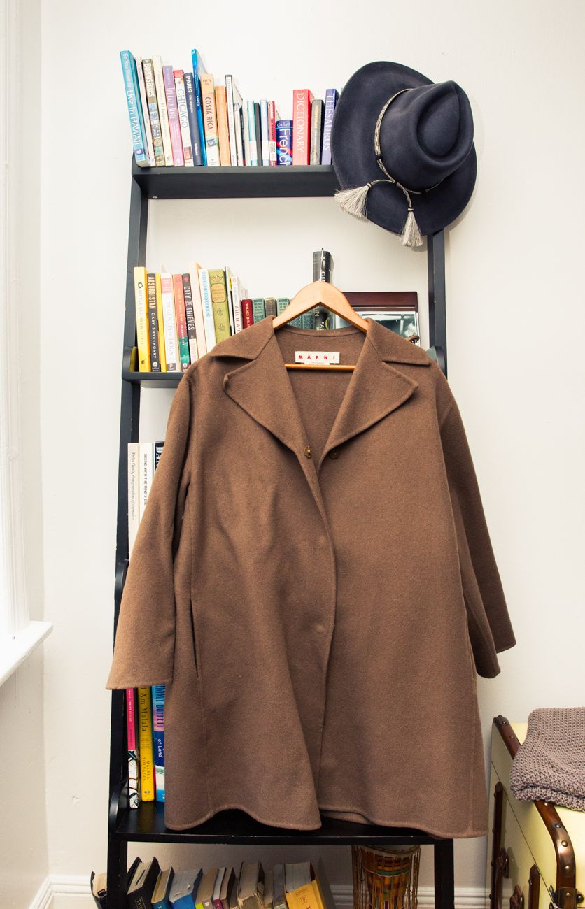 MANTEAU MARNI - CHAPEAU FREE PEOPLE - THE COVETEUR