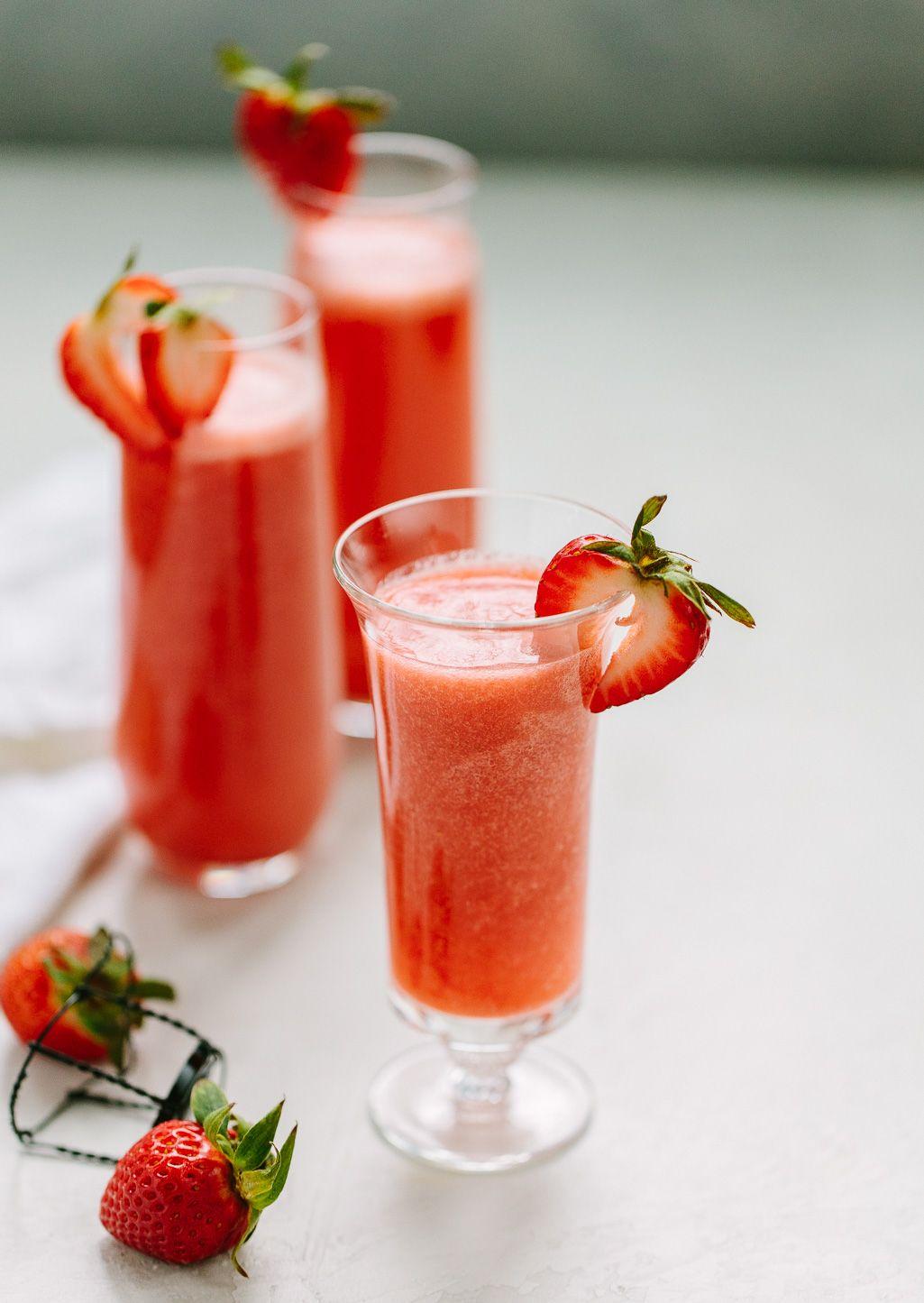 Strawberry Rossini Prosecco Cocktail A Pretty Bubbly Drink Recipe You Can Make With Fresh Strawberries An Prosecco Cocktails Prosecco Cocktail Drinks Recipes