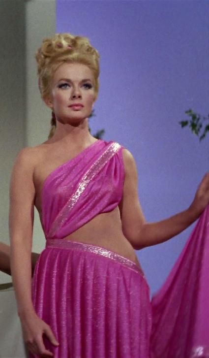 leslie parrish star trek - 425×727