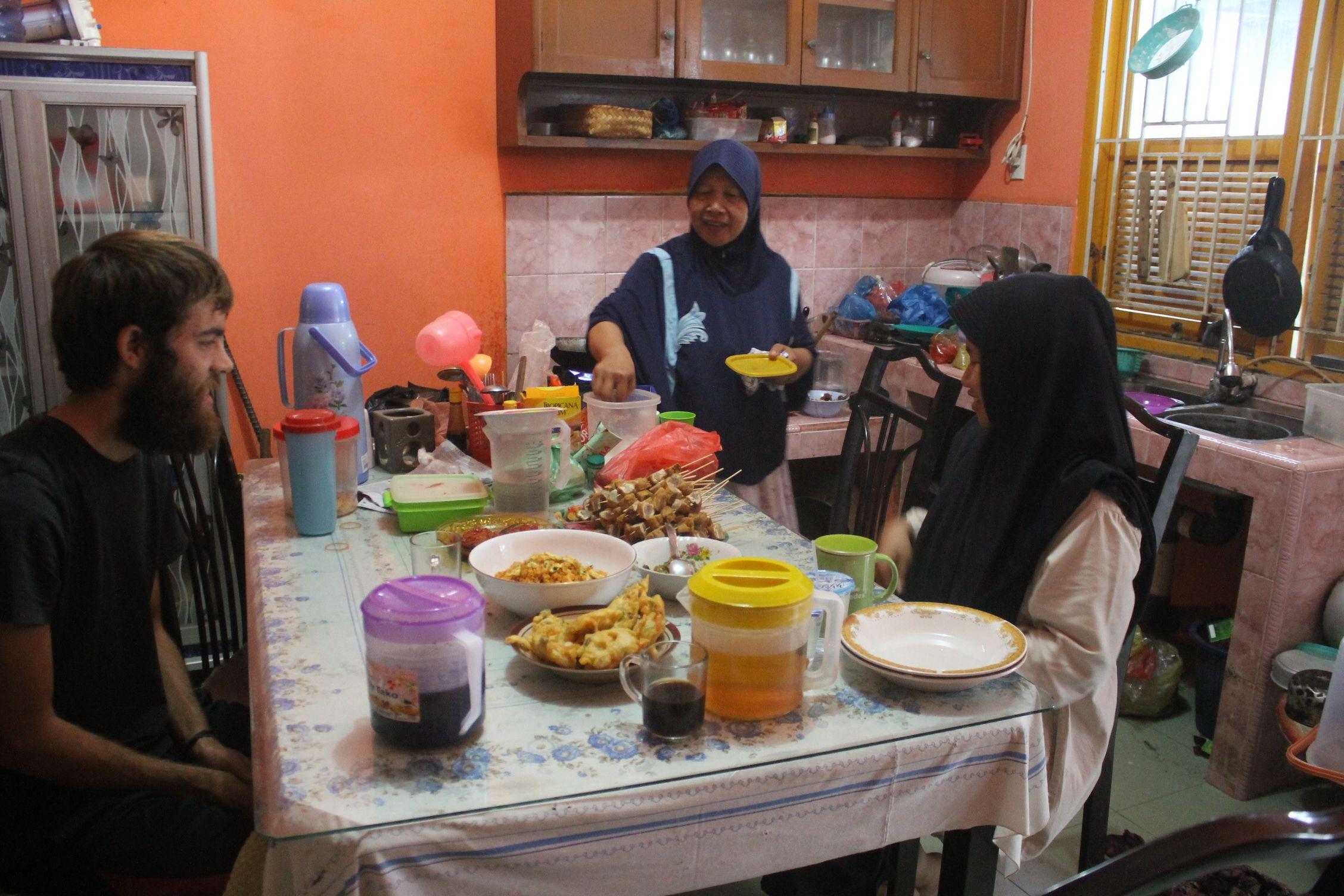 Compartiendo mesa con Ifa y su madre