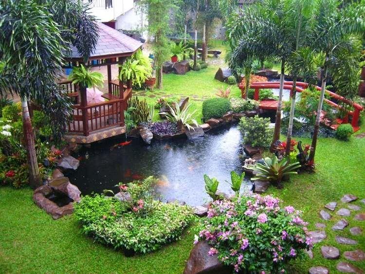 exotische pflanzen teich mit koi fische und kleine br ck