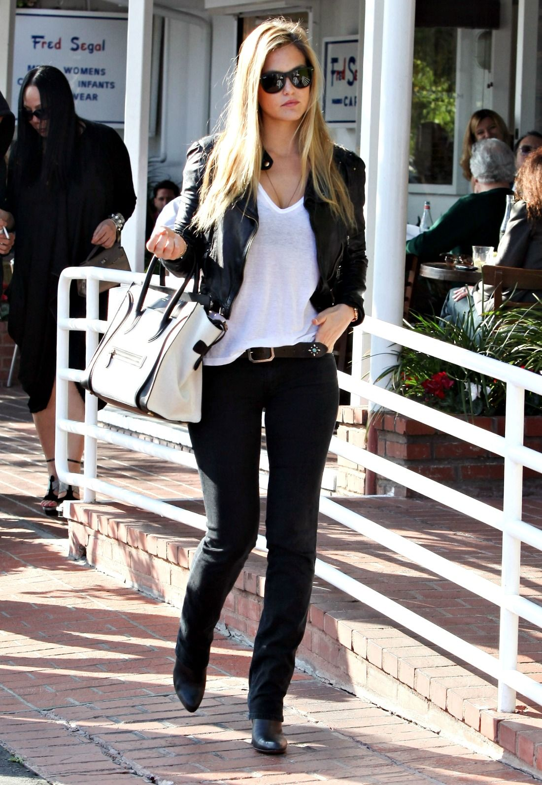 Bar Refaeli Photos Photos Bar Refaeli Out For Lunch At