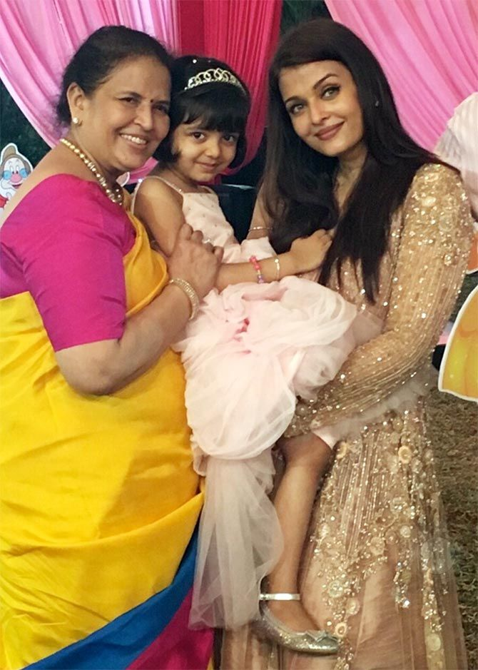 Three Generations Aishwarya Rai With Her Mother Vrinda Rai And Daughter Aaradhya Bachchan At Aa Bollywood Celebrities Bollywood Couples Aishwarya Rai Bachchan