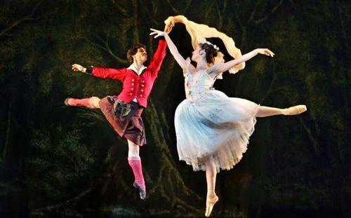 La Sylphide I Love That There S A Ballet Set In Scotland D Http Latimesblogs Latimes Com A 6a00d8341c630a53ef01157093a Ballet Ballet Dancers Ballet Dance