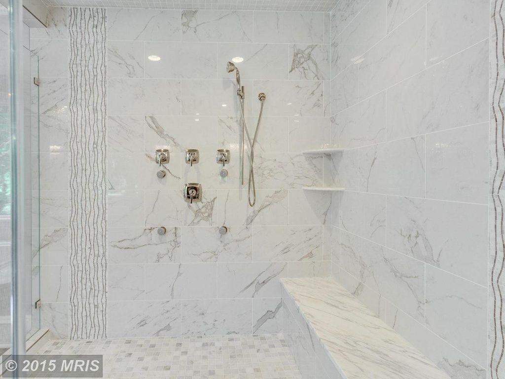 Contemporary Master Bathroom with High ceiling, Pietra Calacatta 2 ...