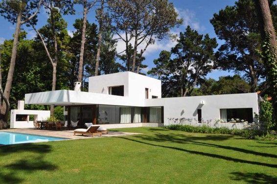 Casa la hilaria en punta del este casa sencillas chalet for Casa minimalista uy