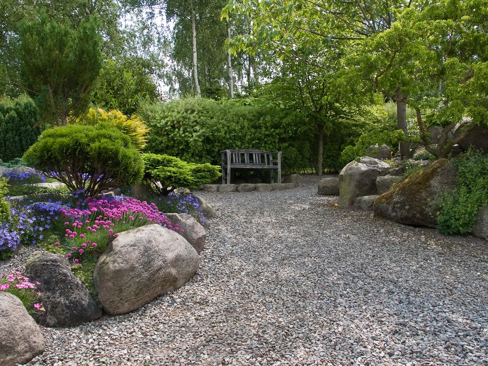 Backyard pea gravel idea shine your light gravel Backyard designs with gravel