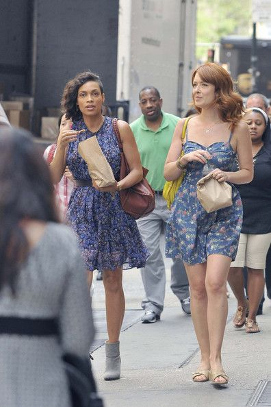 Rosario Dawson Photos - Rosario Dawson runs errands in New York City on June 25, 2013. - Rosario Dawson Gets a Snack in NYC