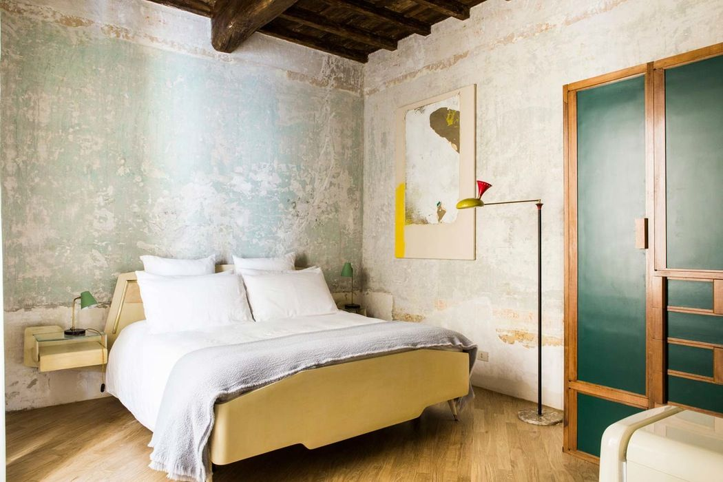 A designer hotel in the centre of ancient Rome that blends its endless loves of the arts with an ageing grandeur…