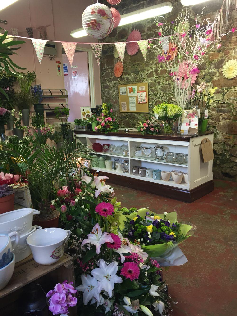 Flower shop pinteres for Flower shop design layouts