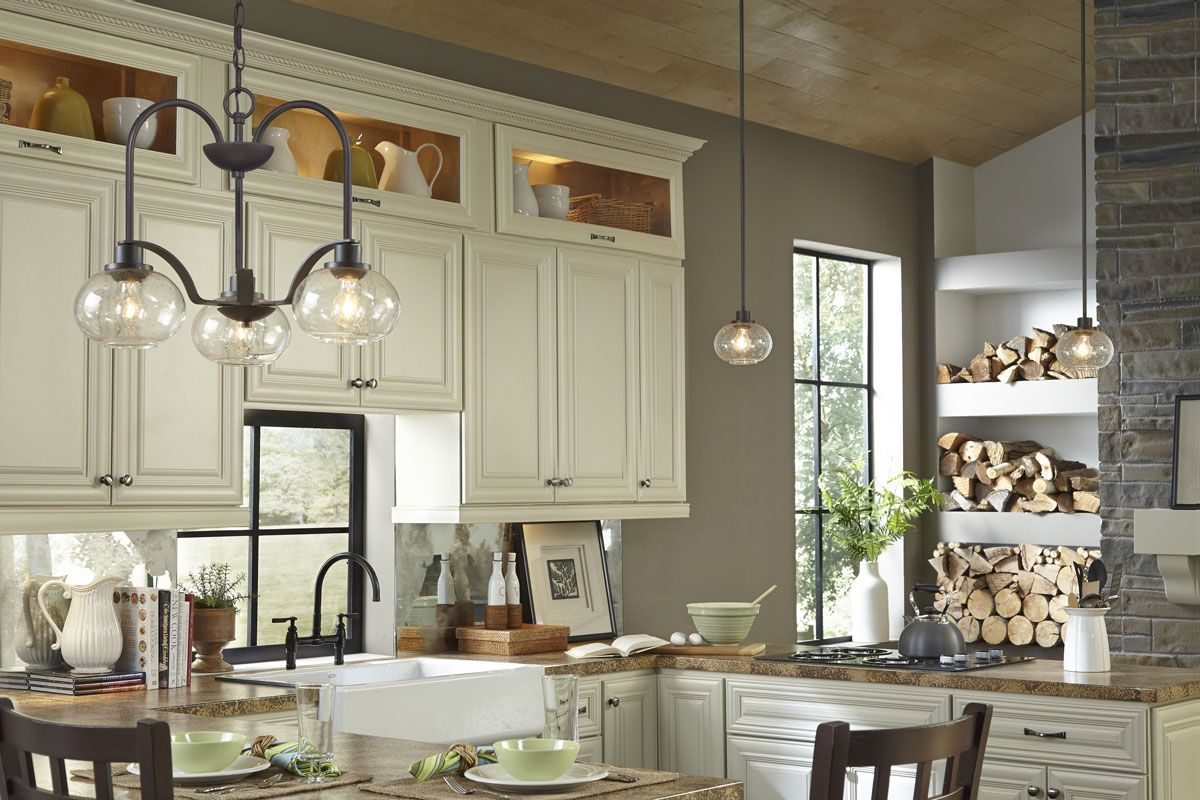 This Kitchen Is An Effortlessly Classic Design With Hints Of Rustic Elements What Does Your Dream Kitchen Loo Quoizel Transitional Chandeliers Kitchen Remodel