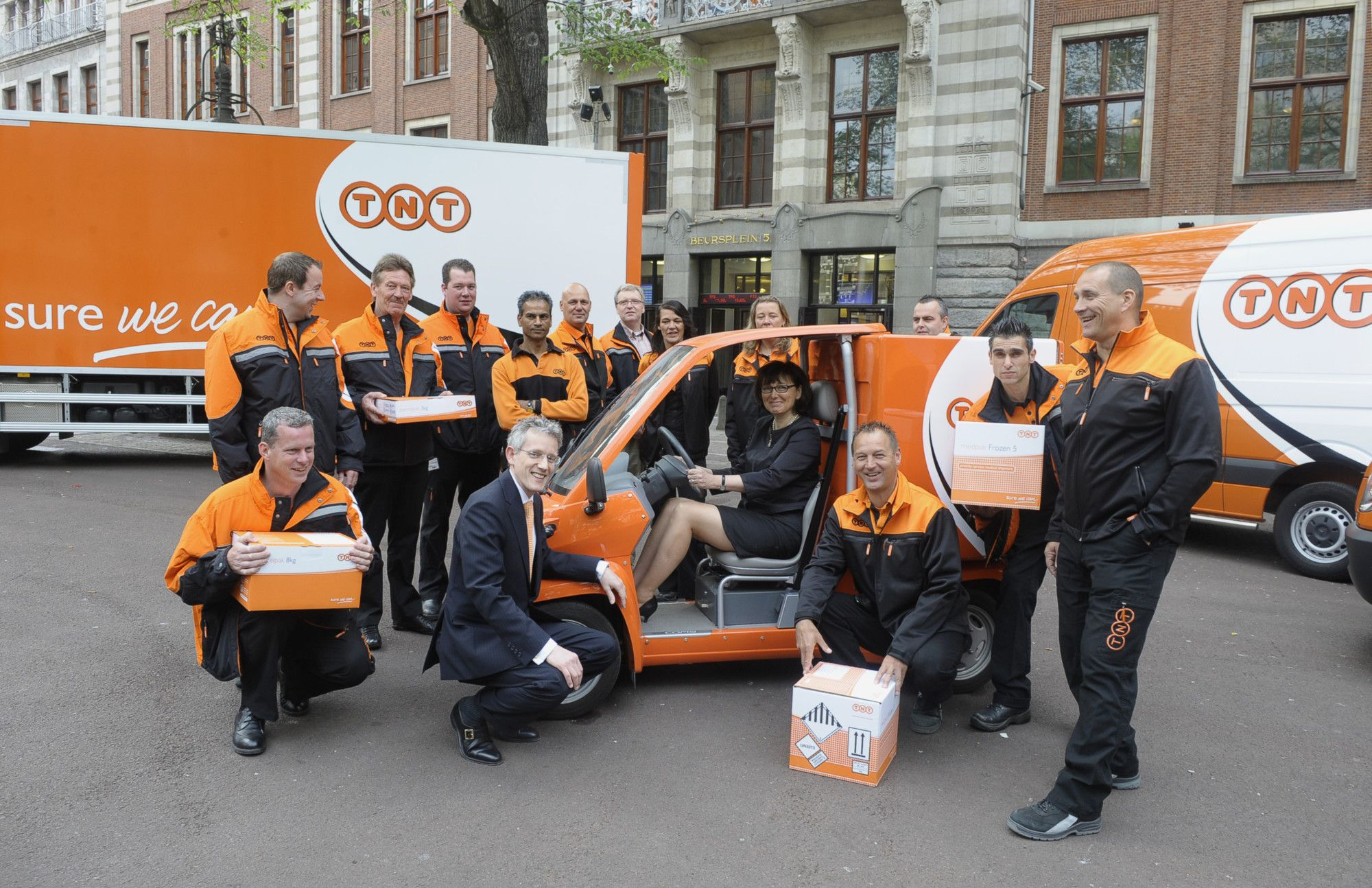 Tnt Delivery Team A Range Of Delivery Vehicles Motor