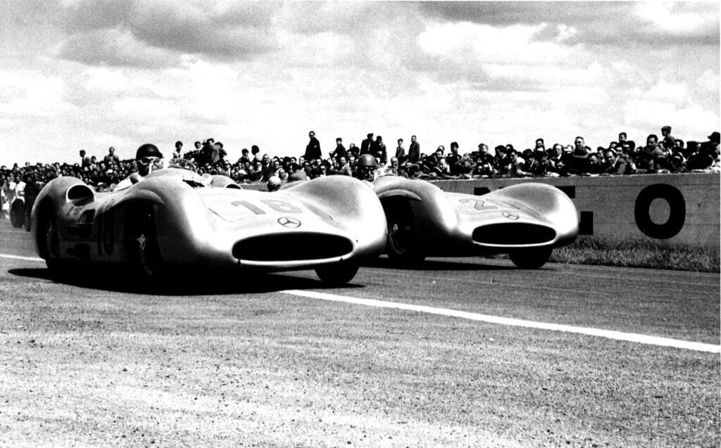 SPEED: Mercedes W196s cleaned up at Reims courtesy of...
