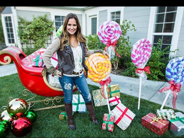 Yard Candy Designs: Giant Candy Canes Made With Pool Noodles!