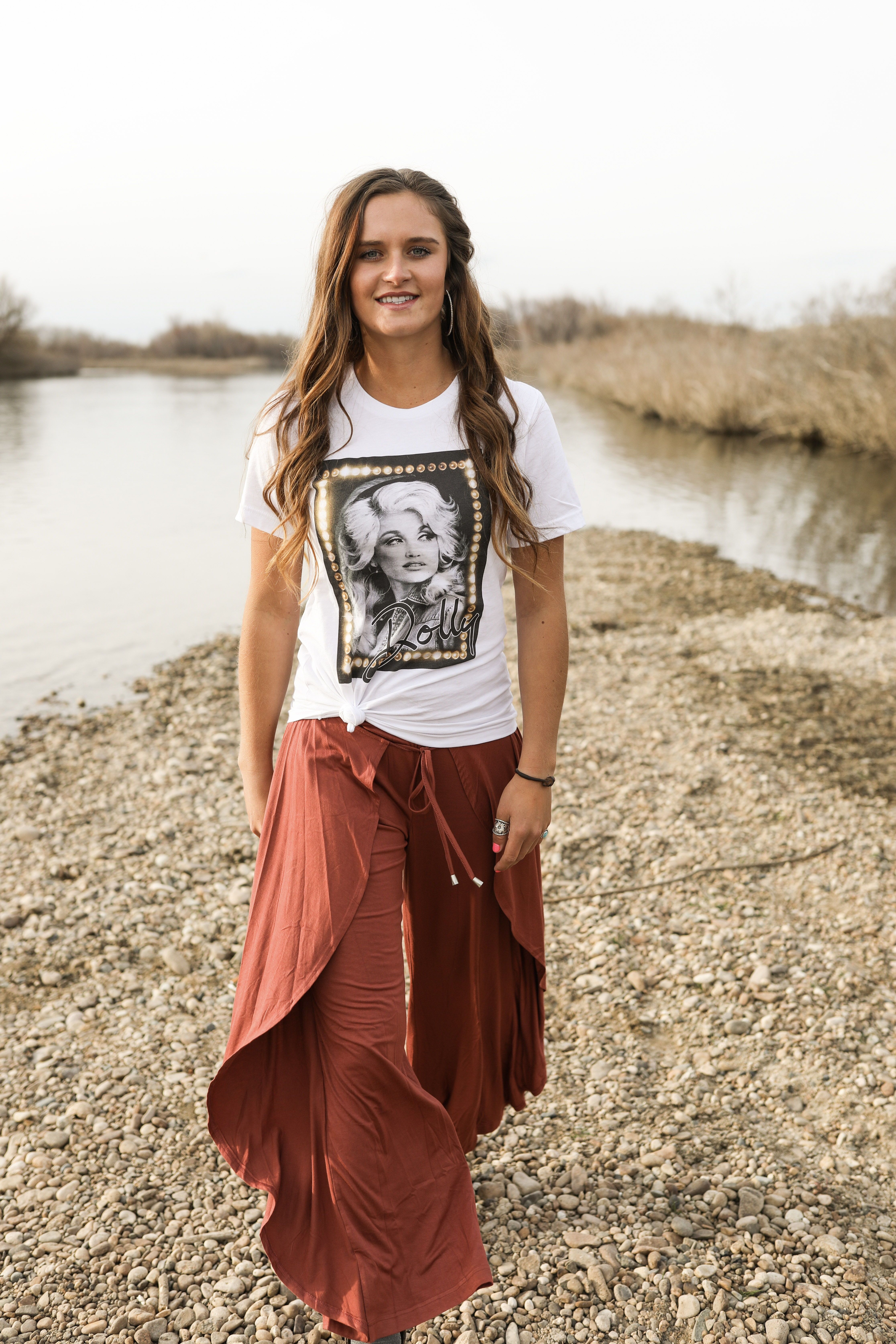 During this time lets just keep a smile on and keep moving forward!!  shop this look at: frostedcowgirls.com  #frostedcowgirls #frostedcowgirlsboutique #boutique #idahoboutique #spring #springfashion #fashionoutfits #dolly #dollytee