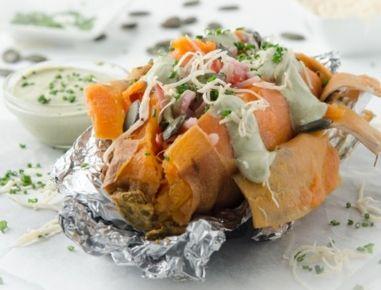 Ofen-Süßkartoffel+mit+Kernöl-Rahm,+Beinschinken+und+Kren+aus+der+Heißluftfritteuse