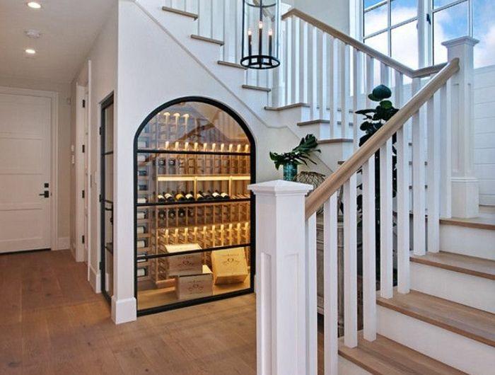 amenagement-placard-sous-escalier-idee-deco-escalier-à-voir-verre
